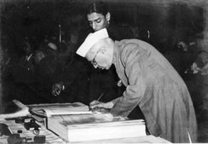 Jawaharlal _nehru _signing _indian _constitution